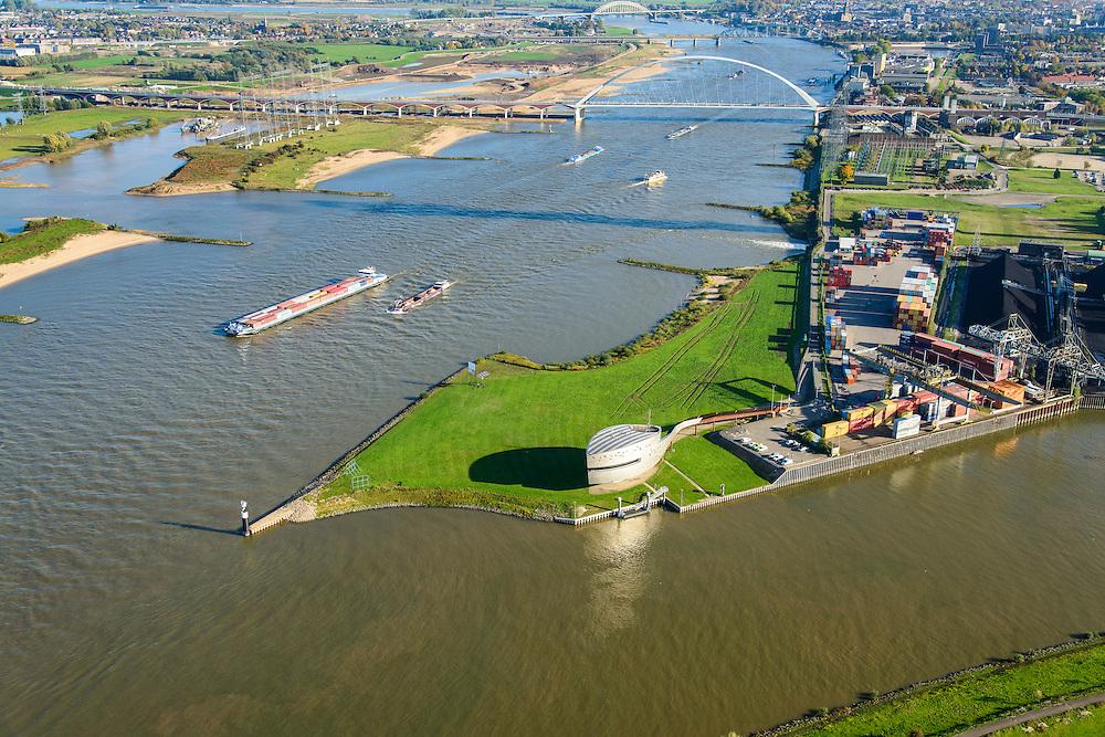 Nederland, Gelderland, Nijmegen, 24-10-2013. Rivier de Waal met ingang Maas-Waalkanaal met verkeerspost van Rijkswaterstaat. De bruggen De Snelbinder en de Oversteek boven in beeld.<br /> <br /> The river Waal near Nijmegen  (central Netherlands)  , near the port. The building is the Traffic Control Centre of Department of Public Works.  Bridges of Nijmegen.<br /> A push-towing ship and a containership on the river.<br /> <br /> luchtfoto (toeslag op standaard tarieven);<br /> aerial photo (additional fee required);<br /> copyright foto/photo Siebe Swart.
