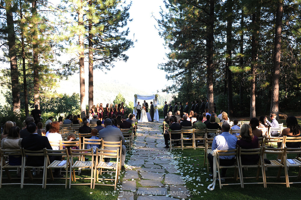 A bride and groom marry at the overlook near Forest House Lodge in Foresthill, CA.