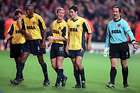 (L>R) Gilles Grimandi, Patrick Vieira, Ray Parlour, Robert Pires and David Seaman celebrate victory over West Ham. West Ham United 1:2 Arsenal. FA Premiership, 21/10/2000. Credit: Colorsport.