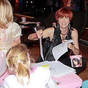 NLD/Den Haag/20110731 - Premiere musical Alice in Wonderland met K3, Chazia Mourali en dochter Jasmijn