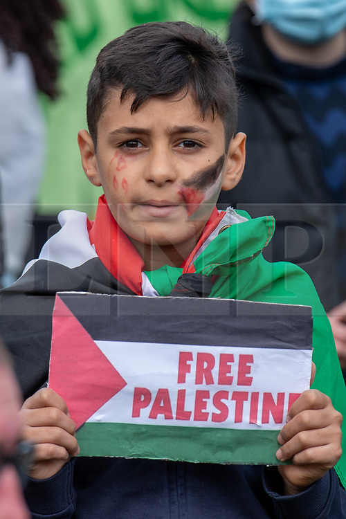 """© Licensed to London News Pictures. 16/05/2021. Oxford, UK. A boy holds a """"Free Palestine"""" placard at the The 'Speak up for Palestine' demonstration held in Oxford, the crowd marched on the planned route from Manzil Way to Bonn Square in central Oxford. Photo credit: Peter Manning/LNP"""
