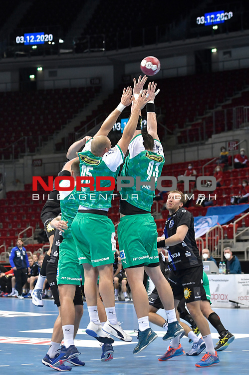 21.11.2020, Duesseldorf, ISS Dome, GER, 1.Liqui Moly HBL,  BHC06 vs. Fuechse Berlin<br /><br />1.Liqui Moly HBL  regulations prohibit any use of photographs as image sequences and/or quasi-video<br />im Bild Die Fuechse wollen hoch hinaus.<br />Foto © nordphoto / freund *** Local Caption ***