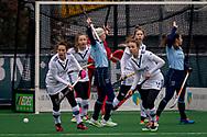 LAREN -  Hockey Hoofdklasse Dames: Laren v Pinoké, seizoen 2020-2021. Foto: Juliette van Hattum (Pinoké), Katerina Lacina (Laren) en Anouk Lambers (Pinoké)