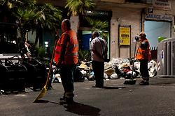 Napoli  23.06.2011 - Emergenza rifiuti a Napoli. Nella Foto: Operai dell'Asia lavorano incessantemente per ripulire le strade dai rifiuti. Photo by Giovanni Marino