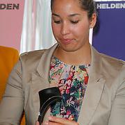NLD/Ridderkerk/20120911 - Presentatie magazine Helden, Ranomi Kromowidjojo met de briljanten hanger