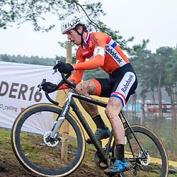 31-01-2016: Wielrennen: WK cyclecross elite: Heusden Zolder<br /> HEUSDEN-ZOLDER (BEL) cyclocrossOp het circuit van Terlamen-Zolder streden de elite veldrijders om de mondiale titels in het veld. <br /> WK Zolder: Nils Wubben