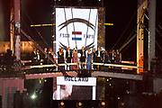 Slotfeest 200 jaar Koninkrijk op de Amstel met een muzikaal feest rondom de Magere Brug.<br /> <br /> Op de foto:  Cast Musical Soldaat van Oranje