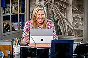 Koningin Maxima heeft contact met Nederlanders in werkkamer tijdens Koningsdag thuis op Paleis Huis ten Bosch<br /> <br /> Queen Maxima  in contact with the Dutch in their study during King's Day at home at Paleis Huis ten Bosch