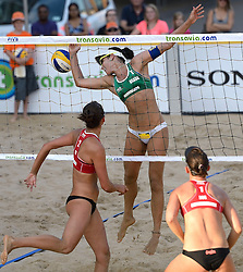 16-07-2014 NED: FIVB Grand Slam Beach Volleybal, Apeldoorn<br /> Poule fase groep G vrouwen - Agatha Bednarczuk (1) BRA, Alexandra Moiseeva (1), Ekaterina Syrtseva (2) RUS