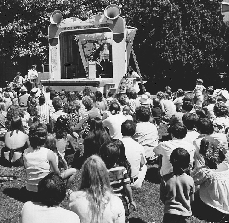 The One-Reel Vaudeville Show when the Labor Day weekend event at Seattle Center was called the Mayor's Arts Festival. (Larry Dion/The Seattle Times, 1972)