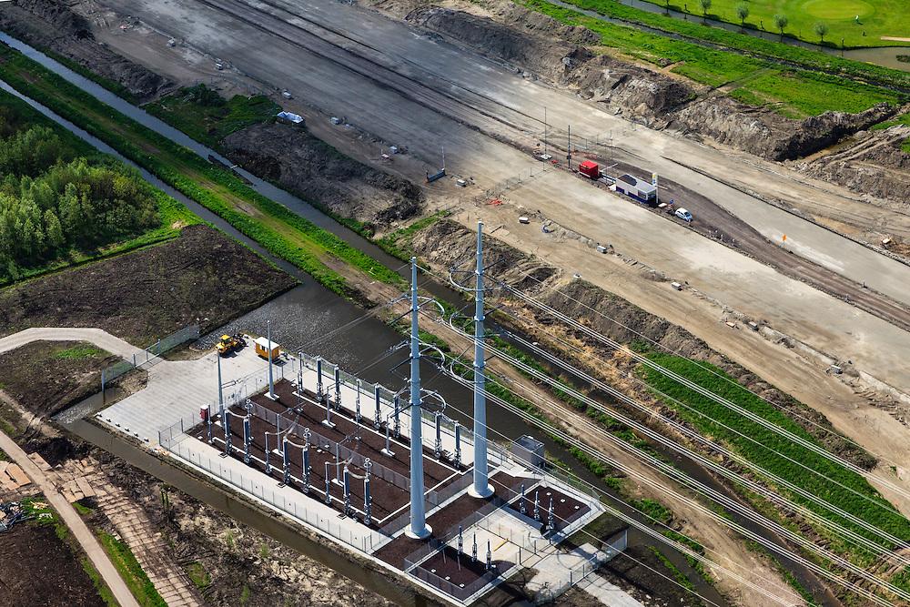 Nederland, Zuid-Holland, Delft, 09-05-2013; aanleg verlengde A4 Midden-Delfland..Naast de rijksweg onderstation en masten van het landelijke koppelnet Randstad 380 tracé van netbeheerder Tennet met het nieuwe type hoogspanningsmast (Wintrack, ontworpen door Zwart-Jansma) .Construction extension A4 motorway through the polder between Delft and Rotterdam. Rotterdam, Vlaardingen and Schiedam on the horizon..New type High Voltage Pylon (design Zwart-Jansma) for 380 kV circuit in the Randstad next to the new motorway..luchtfoto (toeslag op standard tarieven).aerial photo (additional fee required).copyright foto/photo Siebe Swart