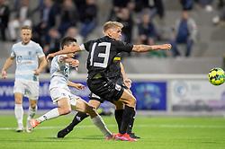 Elijah Just (FC Helsingør) får afsluttet bag Søren Henriksen (Vendsyssel FF) under kampen i 1. Division mellem FC Helsingør og Vendsyssel FF den 18. september 2020 på Helsingør Stadion (Foto: Claus Birch).