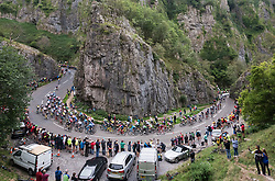 © Licensed to London News Pictures. 04/09/2018. Cheddar, Somerset, UK. OVO Energy Tour of Britain, stage 3. The cyclists' peloton climbs up through the Cheddar Gorge on a King of the Mountain stage on the third day of the tour. Crowds watch from vantage points in the gorge including the cliff tops. Photo credit: Simon Chapman/LNP