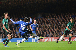 06.11.2013, Stamford Bridge, London, ENG, UEFA CL, FC Chelsea vs FC Schalke 04, Gruppe E, im Bild Chelsea's Demba Ba scores, goal // Chelsea's Demba Ba scores, goal during UEFA Champions League group E match between FC Chelsea and FC Schalke 04 at the Stamford Bridge in London, Great Britain on 2013/11/06. EXPA Pictures © 2013, PhotoCredit: EXPA/ Mitchell Gunn<br /> <br /> *****ATTENTION - OUT of GBR*****