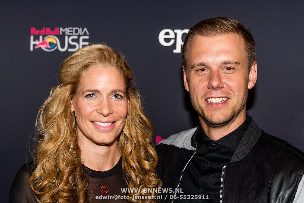NLD/Amsterdam//20170518 - Première Mr. Probz - Against the Stream, Armin van Buuren en partner Erika van Thiel