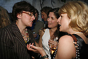 Julia Hobsbaun, Kimberley Quinn and Rachel Johnson, The Spectator At Home. Doughty St. 6 July 2006. ONE TIME USE ONLY - DO NOT ARCHIVE  © Copyright Photograph by Dafydd Jones 66 Stockwell Park Rd. London SW9 0DA Tel 020 7733 0108 www.dafjones.com
