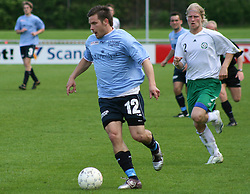 FODBOLD: Patrik Norell (Helsingør) fulgt af Danny Holm (Virum-Sorgenfri) under kampen i Kvalifikationsrækken, pulje 1, mellem Elite 3000 Helsingør og Virum-Sorgenfri Boldklub den 25. maj 2006 på Helsingør Stadion. Foto: Claus Birch