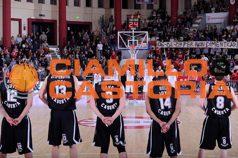 DESCRIZIONE : Teramo Lega A 2011-12 Banca Tercas Teramo Otto Caserta<br /> GIOCATORE : before<br /> CATEGORIA : before lutto minuto silenzio team<br /> SQUADRA : Banca Tercas Teramo Otto Caserta<br /> EVENTO : Campionato Lega A 2011-2012<br /> GARA : Banca Tercas Teramo Otto Caserta<br /> DATA : 07/04/2012<br /> SPORT : Pallacanestro<br /> AUTORE : Agenzia Ciamillo-Castoria/C.De Massis<br /> Galleria : Lega Basket A 2011-2012<br /> Fotonotizia : Teramo Lega A 2011-12 Banca Tercas Teramo Otto Caserta<br /> Predefinita :