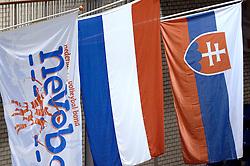 29-07-2006 VOLLEYBAL: EUROPEAN LEAGUE: NEDERLAND - DUITSLAND: ROTTERDAM <br /> Nederland wint ook de tweede wedstrijd in Rotterdam. Duitsland wordt met 3-2 verslagen / Vlaggen Nevobo, Nedeland en Slowakije<br /> ©2006-WWW.FOTOHOOGENDOORN.NL