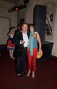 Bill Lovelady and charlotte Scott, Planet Potato, Bush Hall, 310 Uxbridge Rd. 17 June 2004. ONE TIME USE ONLY - DO NOT ARCHIVE  © Copyright Photograph by Dafydd Jones 66 Stockwell Park Rd. London SW9 0DA Tel 020 7733 0108 www.dafjones.com