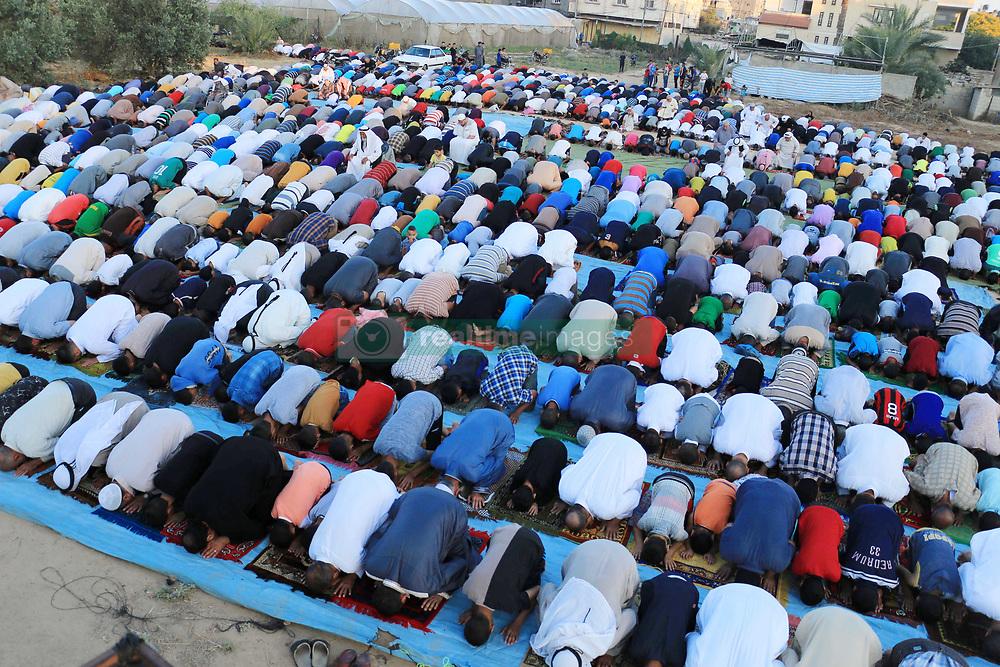 June 15, 2018 - Deir Al Balah, Gaza Strip, Palestinian Territory - Palestinian Muslim worshipers perform Eid al-Fitr prayer in Deir Al Balah, in the center of Gaza Strip. Muslims worldwide celebrate Eid al-Fitr marking the end of the fasting month of Ramadan  (Credit Image: © Mahmoud Khattab/APA Images via ZUMA Wire)