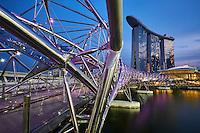 Singapour, Marina Bay, l'hotel Marina Bay Sands et le pont Helix//Singapore, Marina Bay, Marina Bay Sands hotel and the Helix Bridge