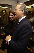 Elizabeth Saltzman and Charles Finch. Charles Finch and Dr. Franco Beretta host launch of Beretta stor at 36 St. James St. London. 10  January 2006. ONE TIME USE ONLY - DO NOT ARCHIVE  © Copyright Photograph by Dafydd Jones 66 Stockwell Park Rd. London SW9 0DA Tel 020 7733 0108 www.dafjones.com