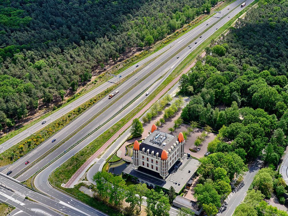 Nederland, Noord-Brabant, Gemeente Loon op Zand, 14-05-2020; Kaatsheuvel, ingang van attractiepark de Efteling. De attractie is gesloten als gevolg van de richtlijnen van het RIVM tijdens de corona crisis, het parkeerterrein is leeg.<br /> Kaatsheuvel, entrance to the Efteling theme park. The attraction is closed due to the guidelines of the RIVM, the parking lot is empty.<br /> luchtfoto (toeslag op standard tarieven);<br /> aerial photo (additional fee required)<br /> copyright © 2020 foto/photo Siebe Swa