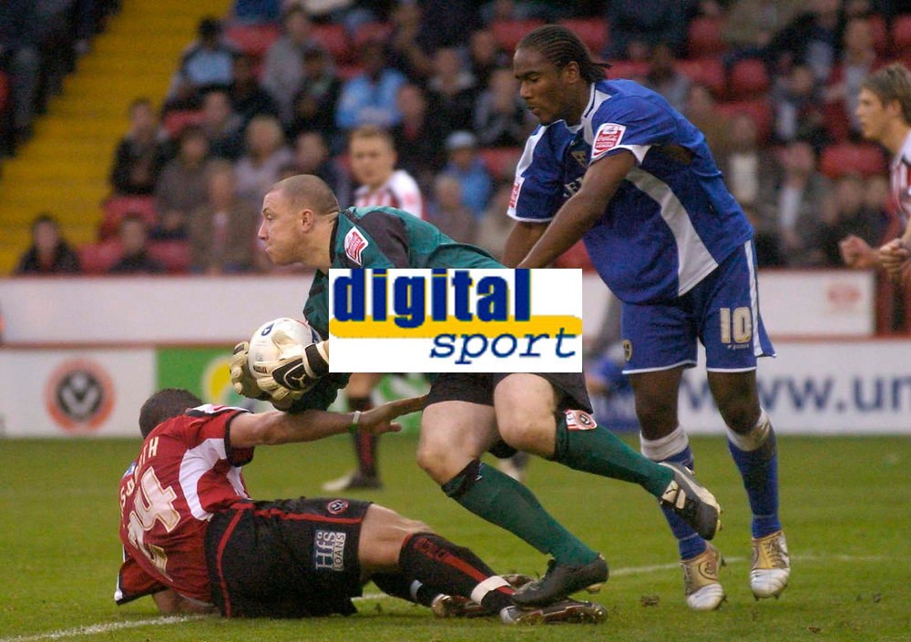 Photo: Glyn Thomas.<br />Sheffield Utd v Cardiff City. Coca Cola Championship.<br />29/10/2005.<br />Sheffield's keeper Paddy Kenny (C) makes an excellent save to deny Cardiff's Cameron Jerome.