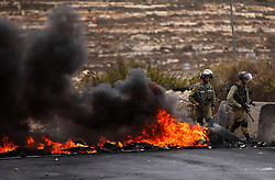 """23.10.2015, Ramallah, PSE, Gewalt zwischen Palästinensern und Israelis, im Bild Zusammenstösse zwischen Palästinensischen Demonstranten und Israelischen Sicherheitskräfte // Israeli security forces take postion during clashes with Palestinian protesters near the Jewish settlement of Beit El, near Ramallah on October 23, 2015. Palestinian factions called for mass rallies against Israel in the occupied West Bank and East Jerusalem in a """"day of rage"""" on Friday, as world and regional powers pressed on with talks to try to end more than three weeks of bloodshed, Palestine on 2015/10/23. EXPA Pictures © 2015, PhotoCredit: EXPA/ APAimages/ Shadi Hatem<br /> <br /> *****ATTENTION - for AUT, GER, SUI, ITA, POL, CRO, SRB only*****"""