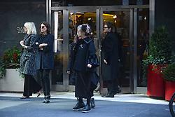 October 26, 2016 - New York, New York, USA - Cate Blanchett, Sandra Bullock und Helena Bonham Carter bei den Dreharbeiten zun Kinoflim 'Ocean's Eight' in den Straßen von New York, 26.10.2016 (Credit Image: © Future-Image via ZUMA Press)