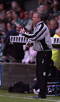 Photo: Alan Crowhurst.<br />Yeovil Town v Swansea. Coca Cola League 1. 08/10/2005. Swansea coach Kenny Jacket tries to reorganise.