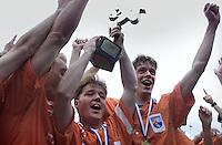 Hockey: Europacup I voor mannen. finale: Bloemendaal-Harvestehude(Duitsl.) 3-1. Bloemendaal iwint de Europacup. vlnr Remco van Wijk, Diederik van Weel en Erik Jazet.