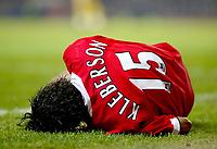 Fotball<br /> England 2004/2005<br /> Kvartfinale Carling Cup<br /> 01.12.2004<br /> Foto: BPI/Digitalsport<br /> NORWAY ONLY<br /> <br /> Manchester United v Arsenal<br /> <br /> Kleberson of Man Utd lays injured