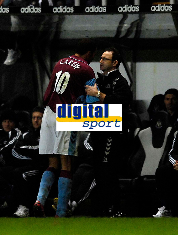 Photo: Jed Wee.<br /> Newcastle United v Aston Villa. The Barclays Premiership. 31/01/2007.<br /> <br /> Aston Villa's John Carew (L) is congratulated by manager Martin O'Neill following an eye catching debut.