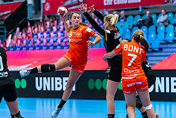 Larissa Nusser of Netherlands, Kim Naidzinavicius of Germany during the Women's EHF Euro 2020 match between Netherlands and Germany at Sydbank Arena on december 14, 2020 in Kolding, Denmark (Photo by RHF Agency/Ronald Hoogendoorn)