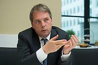 20 JUN 2012, BERLIN/GERMANY:<br /> Christof Ruehl, Chefoekonom/Chefvolkswirt der BP Gruppe in London, waehrend einem Interview, Humbold Carre<br /> IMAGE: 20120620-01-005<br /> KEYWORDS: Christof Rühl