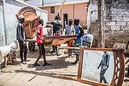 Avril 2018. Sénégal. Yarakh. Village de pêcheurs en banlieue de Dakar où des migrants partaient en pirogue pour les Canaries au milieu des années 2000.