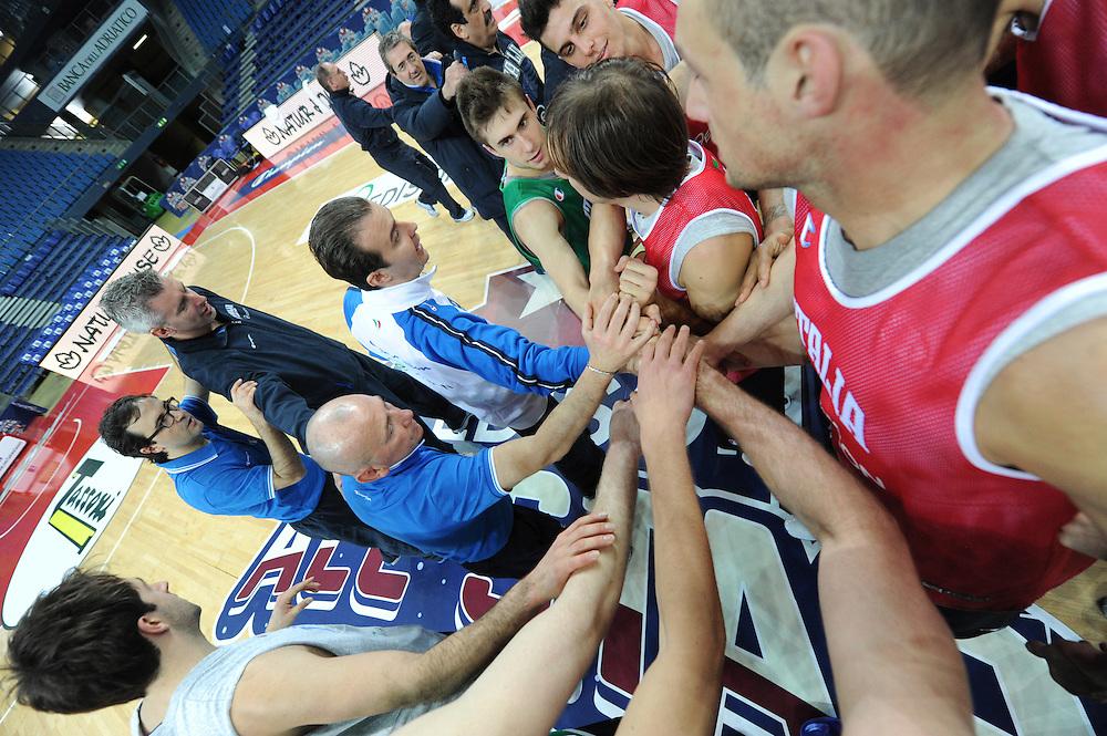 DESCRIZIONE : Pesaro allenamento All star game 2012 <br /> GIOCATORE : team nazionale italiana<br /> CATEGORIA : allenamento curiosita<br /> SQUADRA : Italia<br /> EVENTO : All star game 2012<br /> GARA : allenamento Italia<br /> DATA : 09/03/2012<br /> SPORT : Pallacanestro <br /> AUTORE : Agenzia Ciamillo-Castoria/GiulioCiamillo<br /> Galleria : Campionato di basket 2011-2012<br /> Fotonotizia : Pesaro Campionato di Basket 2011-12 allenamento All star game 2012<br /> Predefinita :