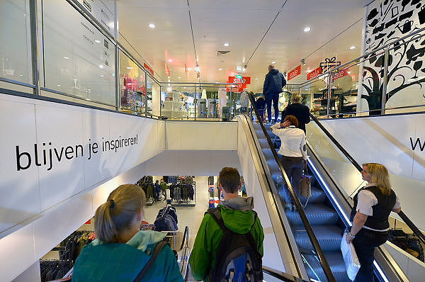 Nederland, Nijmegen, 24-12-2015 Vestiging, filiaal, van warenhuis V en D. in het centrum van Nijmegen op een beeldbepalende locatie.  Het concern heeft uitstel van betaling aangevraagd nadat de investeerder suncapital de geldkraan dichtdraaide. De retailer kampt met grote financiele problemen vanwege de teruglopende omzet, verkoop en het veranderende consumentengedrag naar online winkelen via internet. Het personeel is in onzekerheid wat de nabije toiekomst zal brengen. Waarschijnlijk ontslag.FOTO: FLIP FRANSSEN/ HOLLANDSE HOOGTE
