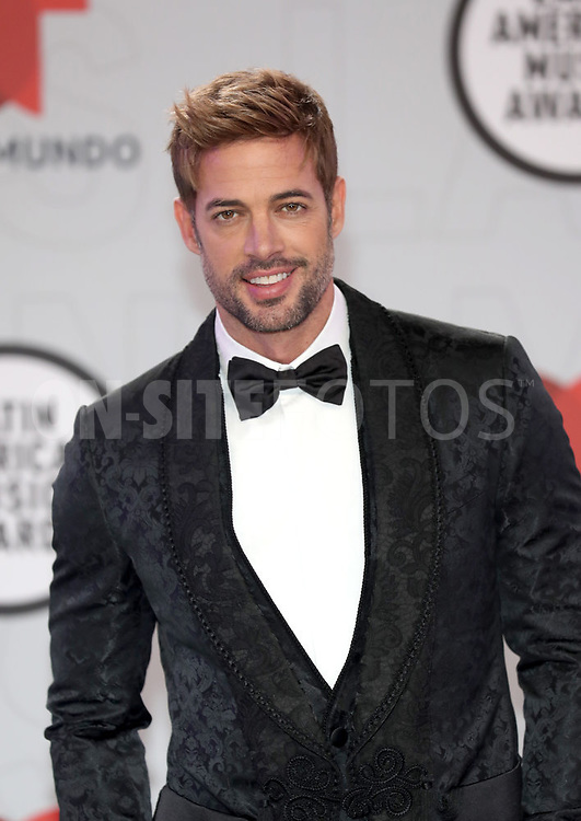 """2021 LATIN AMERICAN MUSIC AWARDS -- """"Red Carpet"""" -- Pictured: William Levy at the BB&T Center in Sunrise, FL on April 15, 2021 -- (Photo by: Aaron Davidson/Telemundo)"""