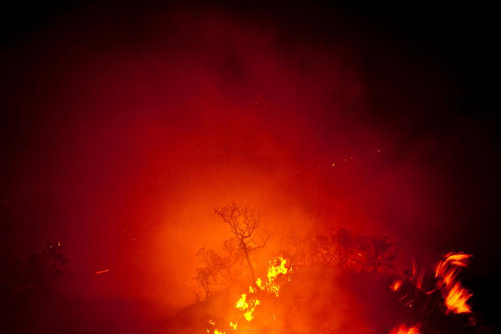 Jeceaba_MG, Brasil.<br /> <br /> Incendio em Jeceaba, Minas Gerais, esse incendio e comum no Brasil na epoca da seca, muitos deles iniciados de forma criminosa.<br /> <br /> Fire in Jeceaba, Minas Gerais, this fire is common in Brazil during the dry season, many of them started in a criminal way.<br /> <br /> Foto: JOAO MARCOS ROSA / NITRO