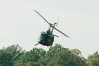 09.10.1995, Germany/Munster:<br /> BELL UH 1D, Leichter Transporthubschrauber der Bundeswehr, Verwendung in Heer und Luftwaffe, Lehrvorführung der Panzertruppenschule Munster<br /> Image: 19951009-01/03-09<br />  <br />  <br />  <br /> KEYWORDS: Hubschrauber, Waffe, helicopter, wappon,