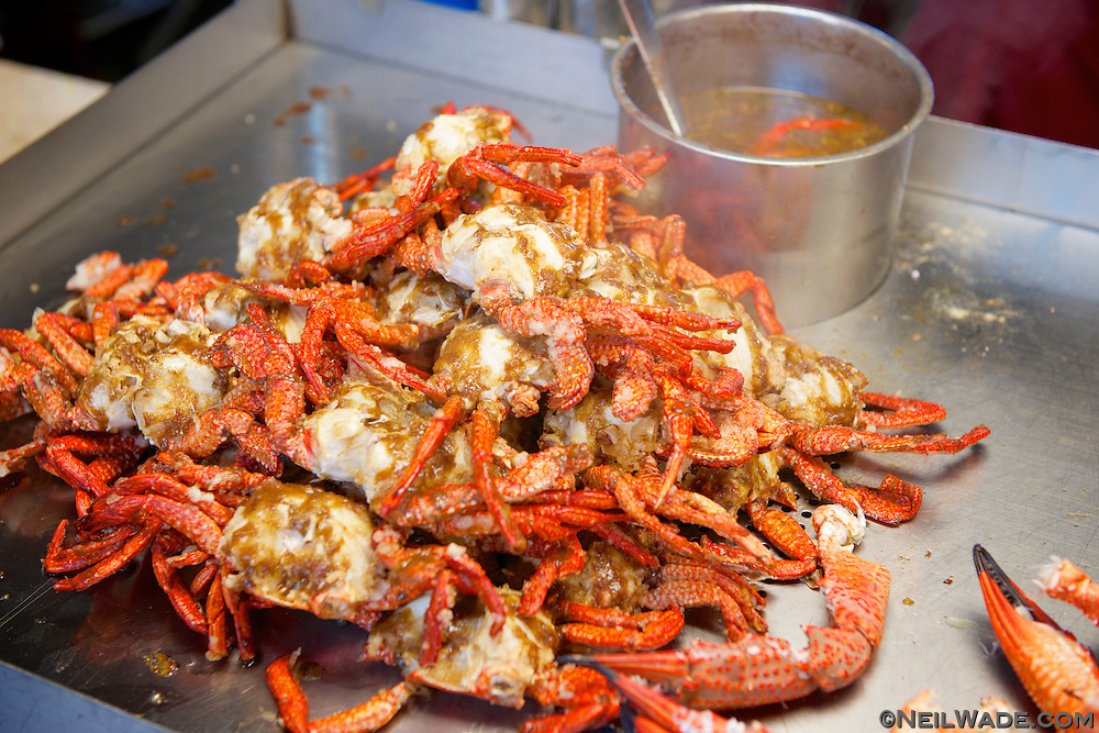 Soft sell crabs, and many other seafood delicacies can be found in Raohe Night Market.