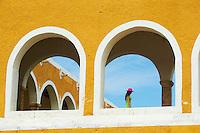 Mexique, Etat du Yucatan, Ville jaune de Izamal, Couvent de San Antonio de Padua, touriste en vacances // Mexico, Yucatan state, Izamal, yellow city, Convento De San Antonio De Padua, Convent of San Antonio De Padua, Monastery, tourist in vacation