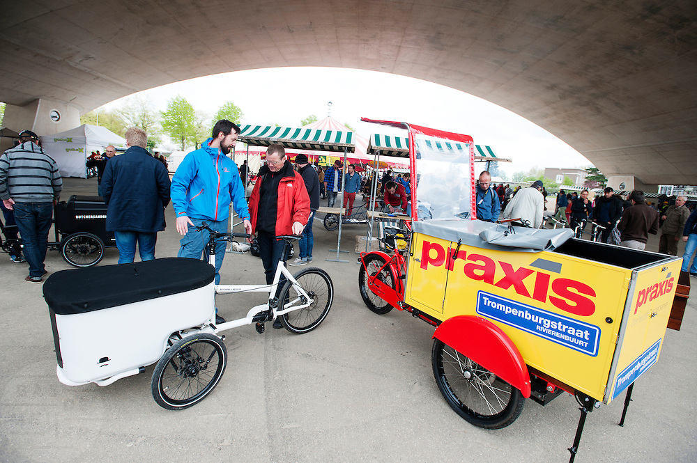 In Nijmegen vindt voor de derde keer het International Cargo Bike Festival plaats. Het tweedaags evenement richt zich op het gebruik en de gebruikers van bakfietsen. Bakfietsen worden in heel Europa steeds vaker ingezet, zowel door particulieren als bedrijven. Het is een duurzame vorm van transport en biedt veel voordelen.<br /> <br /> In Nijmegen for the third time the International Cargo Bike Festival is hold. The two-day event focuses on the use and users of cargobikes. Cargo bikes are increasingly being deployed across Europe, both individuals and businesses. It is a sustainable form of transport and offers many advantages.Nederland, Nijmegen, 13-04-2014