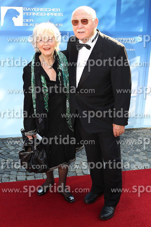 10.06.2011, Prinzregententheater, Muenchen, GER, Bayerischer Fernsehpreis 2011 , im Bild Rolf Schimpf mit Ehefrau Ilse Zielstorff , EXPA Pictures © 2011, PhotoCredit: EXPA/ nph/  Straubmeier       ****** out of GER / SWE / CRO  / BEL ******
