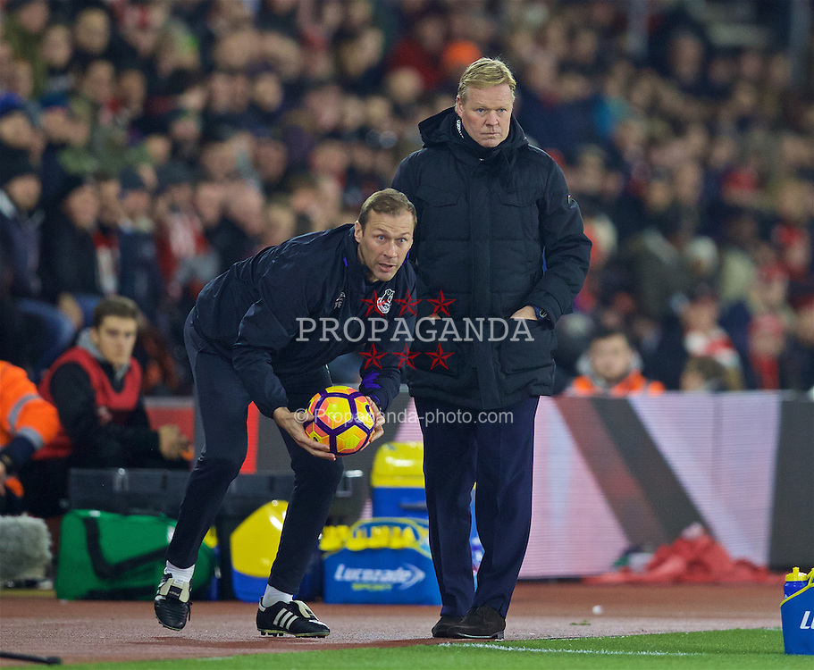 SOUTHAMPTON, ENGLAND - Saturday, November 19, 2016: Everton's coach Duncan Ferguson throws the ball back as manager Ronald Koeman looks on during the FA Premier League match against Southampton at St. Mary's Stadium. (Pic by David Rawcliffe/Propaganda)