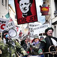 Nederland, Valkenburg a/d Geul, 8 februari 2016.<br /> <br /> Wegens extreme omstandigheden is de grote optocht in Valkenburg afgelast.<br /> Als alternatief heeft een kleine groep carnavalvierders een kleine optocht georganiseerd van zo'n 25 man waarmee ze door de straten van Valkenburg trokken.<br /> <br /> Foto: Jean-Pierre Jans