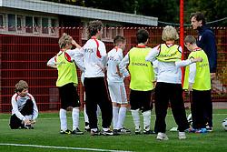 17-10-2012 VOETBAL: BVDGF VOETBALCLINIC FC TWENTE: HENGELO<br />Veertig kinderen met diabetes kregen een voetbalclinic bij FC Twente<br />©2012-FotoHoogendoorn.nl